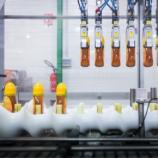La faible procuction Française, due à la mort de 70 % des abeilles, ouvre le marché aux miels de Chine et d'Amérique, et aux chaines robotisées