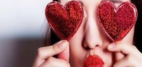 Saiba quais são os mais bizarros comportamentos das mulheres que estão loucamente apaixonadas
