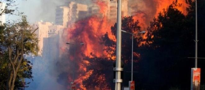 Miles de personas huyen por los incendios que arrasan Haifa