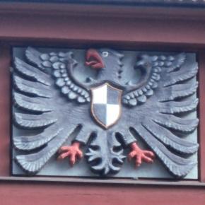 Der preußische Adler über dem Eingang zum Kaiserbahnhof