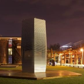 Der Turm, der die Luft wieder atembar macht. Daan Roosegaarde's Projekt macht den Himmel wieder blau.
