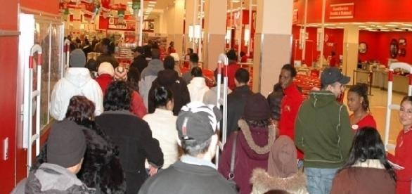 Shopping rush at Target store (Credit: Gridprop - wikimedia.org)