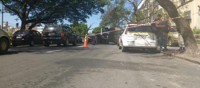 Prisão improvisada bloqueia avenida em Porto Alegre