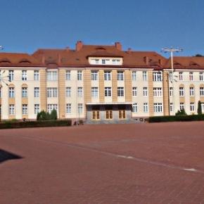 Byłe koszary Marynarki Wojennej RP, Gdynia. CC BY-3.0, fot.: Krzysztof Maria Różański