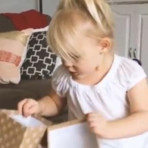 Eliia Laine mostra ao mundo em uma simples reação, a vida através do olhar de uma criança
