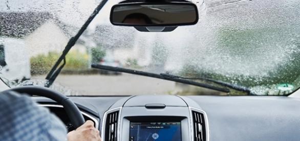 Tecnologia ajusta facho de luz de acordo com o limpador do para-brisa, velocidade e condições do local