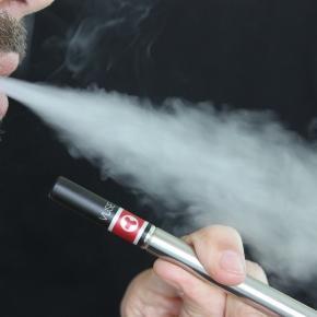 Ähnlich wie beim Smartphone Galaxy Note 7 können auch E-Zigaretten explodieren.