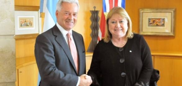 Entendimiento con Inglaterra motivo por la cual el pais abandona a los caidos de Malvinas
