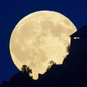 NASA explains the last 3 moons of 2016 will be supermoons ... - businessinsider.com