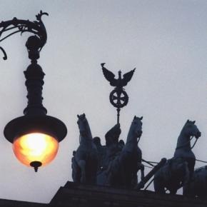 Wenn in Berlin die Lichter angehen | 37 000 Gaslaternen hat Berlin und bald 25 Staatssekretäre - Bild centralberlin.de