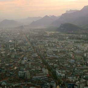 Grenoble lutte contre la pollution avec des vignettes apposées sur ... - rfi.fr