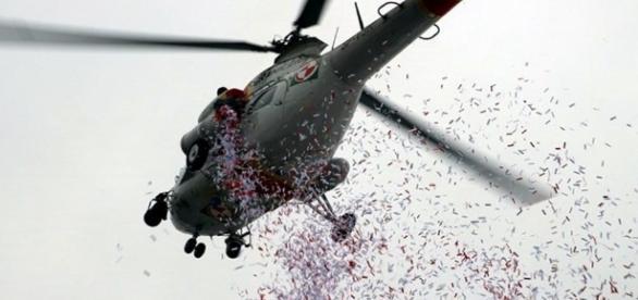 Policjanci cięli konfetti (zdjęcie przykładowe)