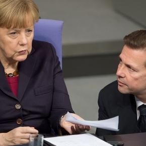 Merkel und ihr Pressesprecher Seibert. (Fotoverantw./URG Suisse: Blasting.News Archiv)