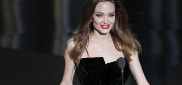 Angelina Jolie iși revine după divorțul de Brad Pitt