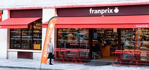 Un magasin Franprix doté d'une terrasse détente-restauration (img. groupe Casino)