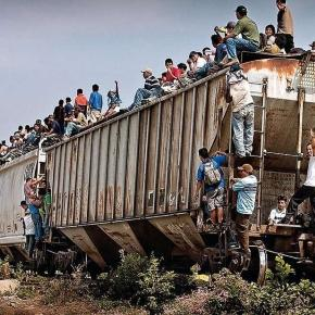 'The Beast' Photo via: http://laopinion.com/2015/10/14/ofensiva-de-mexico-expone-a-migrantes-a-violencia-y-policias-corruptos-dice-the-guardian