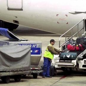 Confessions Of A Baggage Handler - Bomb Threats and Dead Animals ... - shortlist.com