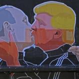 On nomme cela ''le baiser de paix'' (chez les catholiques) et c'est le baiser de dupes entre Poutine et Trump