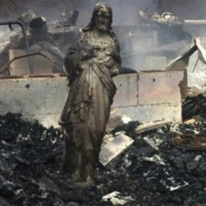 Jesus statue stands amidst the rubble of a house burned in the Tennessee wildfires - Photo screencap by @WVLTKelsey Twitter