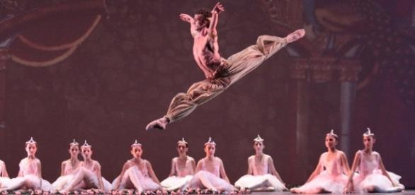 Il Teatro San Carlo di Napoli apre anche quest'anno le porte agli allievi danzatori