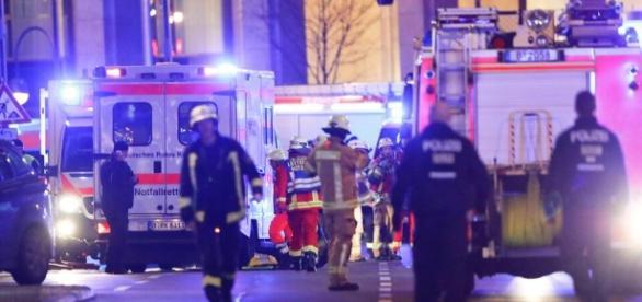 Anschlag in Berlin: LKW rast in Weihnachtsmarkt - mindestens neun Tote - web.de