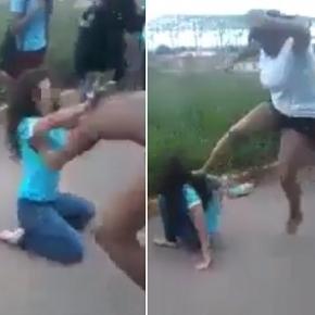 Garota recebe todo o tipo de agressão.