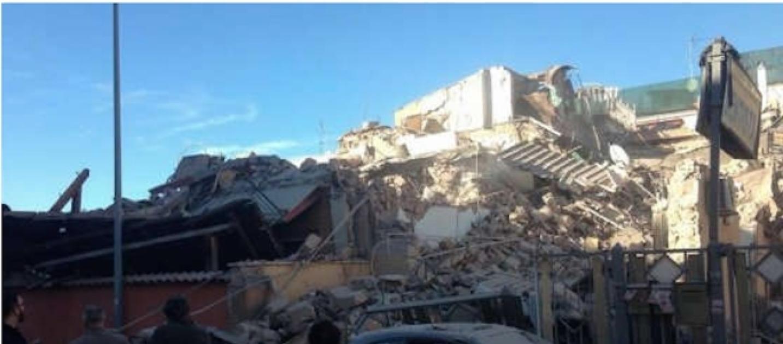 Acilia esplode palazzina mamma e figlia scomparse sotto for Piani di palazzi di 2 piani