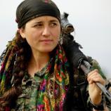 Kurdyjka, żołnież z oddziałów Rożawy