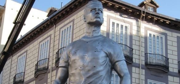 Cristiano Ronaldo- Statue of Petru El Pichichi at Plaza Ronaldo in Madrid / Foto: Xauxa - Own work, CC BY-SA 3.0 (Wikimedia)