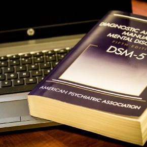 ¿Ha llegado el fin del DSM? La crítica al manual