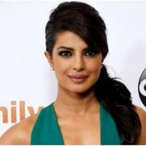Priyanka Chopra to present Golden Globe Awards January 2017 / Photo screencap from Littleboots via twitter