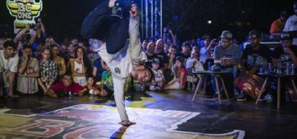 Un român se bate pentru finala brake dans