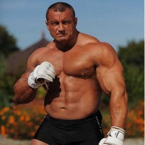 Luptătorul MMA ce le-a pus gând rău imigranţilor