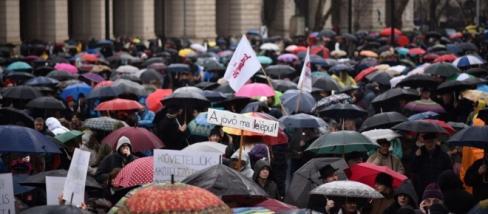 Tüntetők a Kossuth téren. A kép forrása: 24.hu