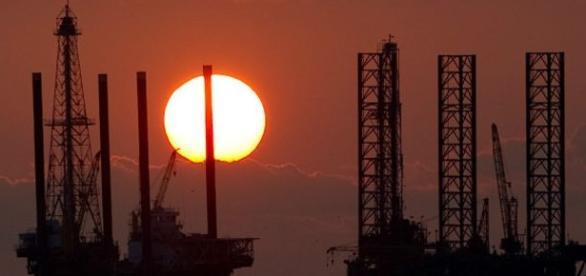Un Acuerdo Petrolero Busca Estabilizar los Precios