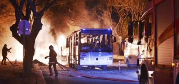 Ankara: wybuch bomby w centrum, 18 ofiar (ČTK/AP)