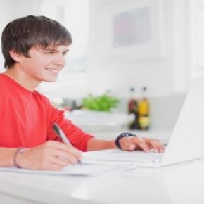 É possível estudar de graça pelo ENEM na internet
