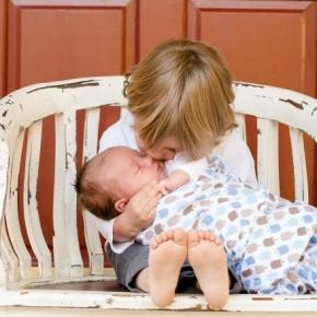Zasiłek 500 zł na dziecko dla fałszywych samotnych