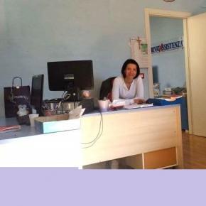 O româncă inimoasă ajută badantele românce