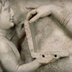 """Sculptura """"ciudată"""" din Grecia antică"""