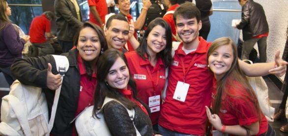 Santander Universidades oferece bolsas de estudo