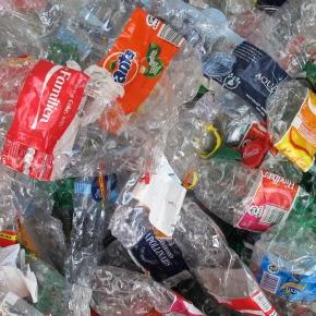 New bacteria eats plastic [Lisa Risager/Flickr CC]