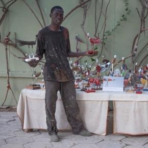 Malick Mané, son livre et ses oiseaux
