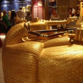 Sarcofagul regelui Tutankamon la muzeul din Egipt