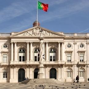 Edifício da Câmara Municipal de Lisboa presta homenagem às vitimas de Bruxelas.