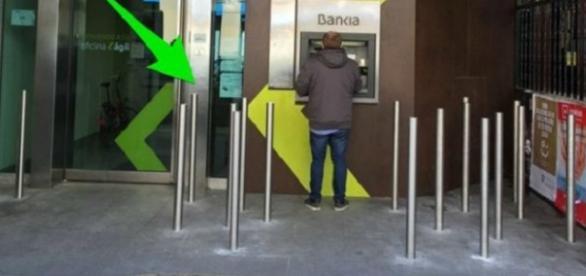 Barrotes en sucursal de Bankia