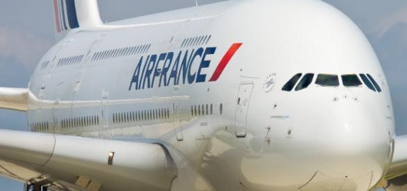 Załoga francuskich linii lotniczych wkrótce w chustach.