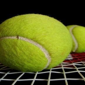 Tennis balls/ Photo: Alosh Bennett (Flickr)