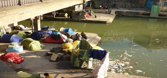 Afghan migrants under a bridge/Flickr