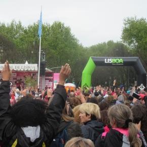 Milhares de pessoas no início da corrida